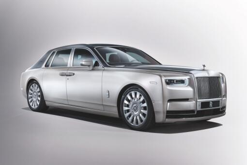 5aef54f4a3b0f Brytyjska marka samochodowa Rolls Royce przedstawiła ósmy samochód z  ekskluzywnej serii Phantom, którą jeździli w przeszłości m.in. brytyjska  królowa ...