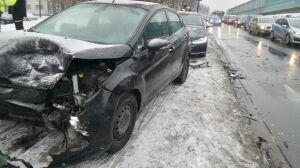 Pięć samochodów rozbitych w alei Prymasa Tysiąclecia