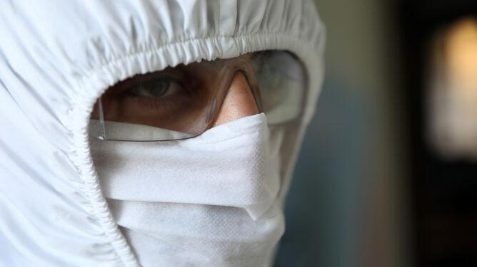 Powrót do szkół, ponowne zakażenia, sezon grypowy. Ekspert o jesieni pełnej wyzwań